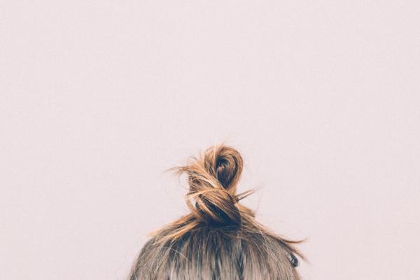 Les conseils de Véronique Benwell experte capillaire et coiffeuse au salon Priska & Co. à Montréal pour votre routine capillaire complète